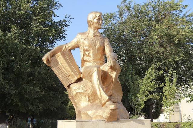Kirghizistan, Och, R. Abdikadirov, accordéon, © L. Gigout, 2012