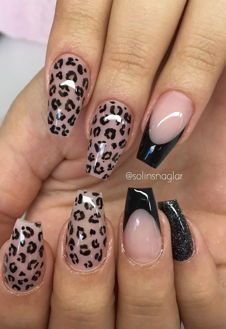Svart fransk, svart glitter och camouflage rouge med svart leopardmönster