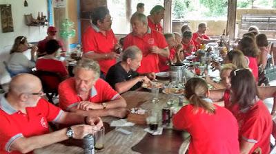 As camisas vermelhas saíram do armário novamente, depois de um período turbilento na política.