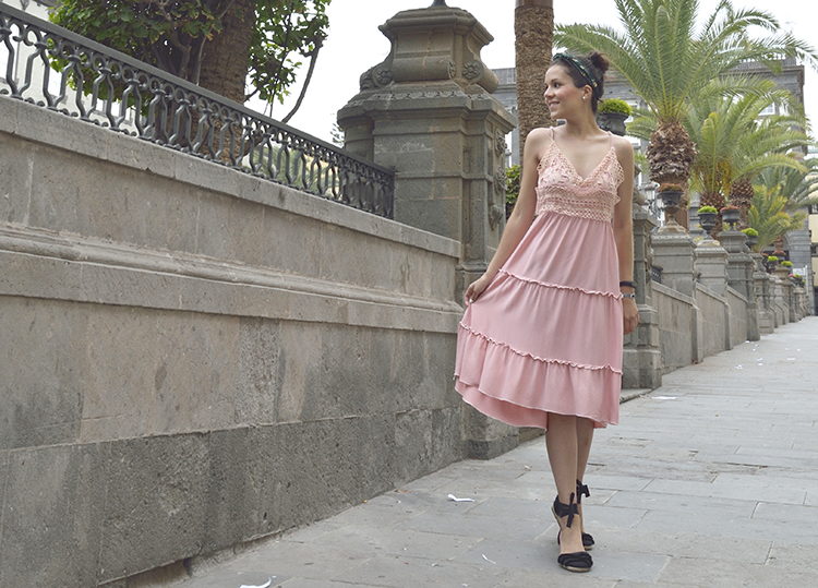 lifestyle_fashion_travel_blogger_trends_gallery_pink_dress_look
