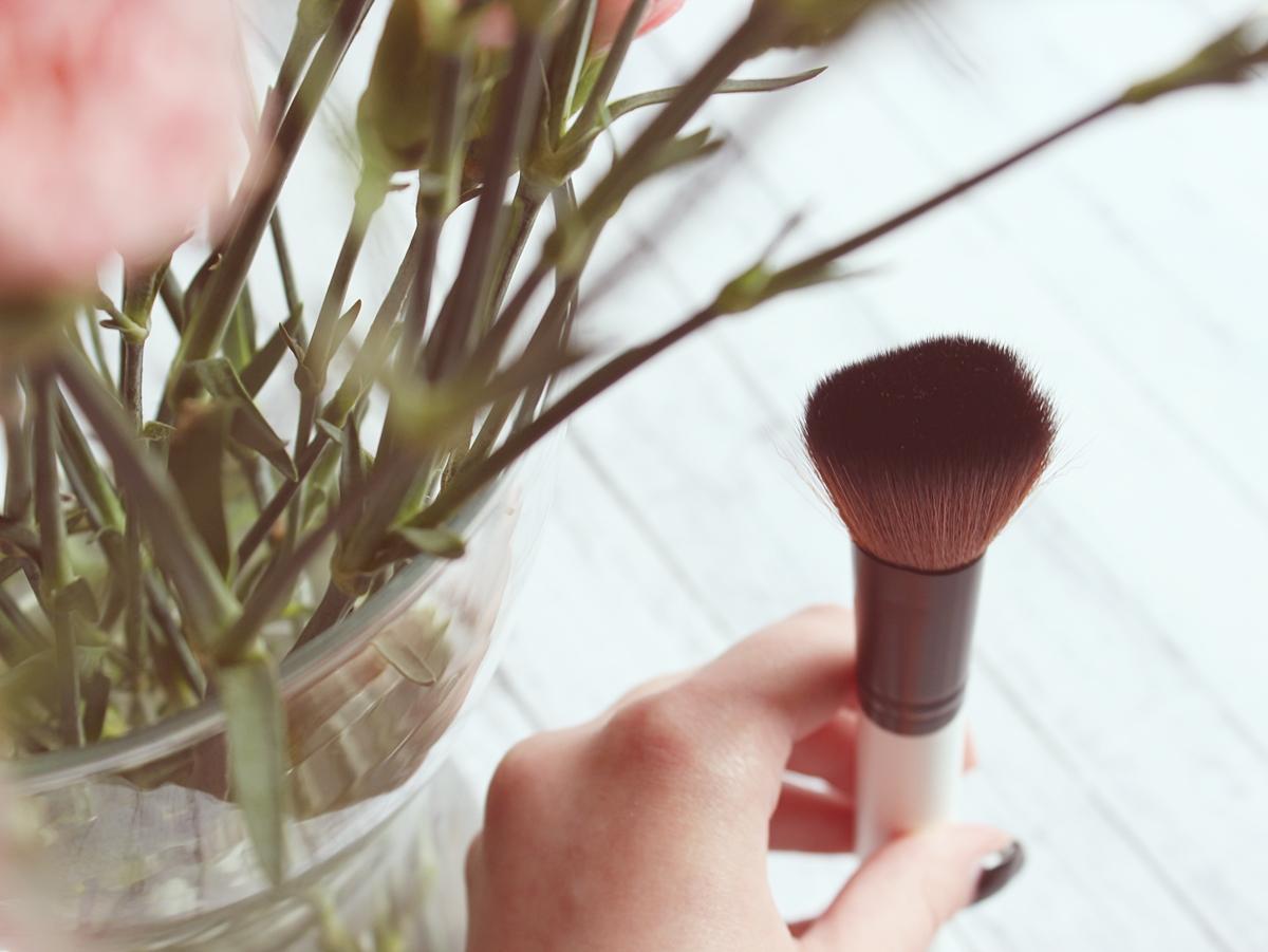 Pędzel do różu (Blush Brush) COSTASY LILY LOLO