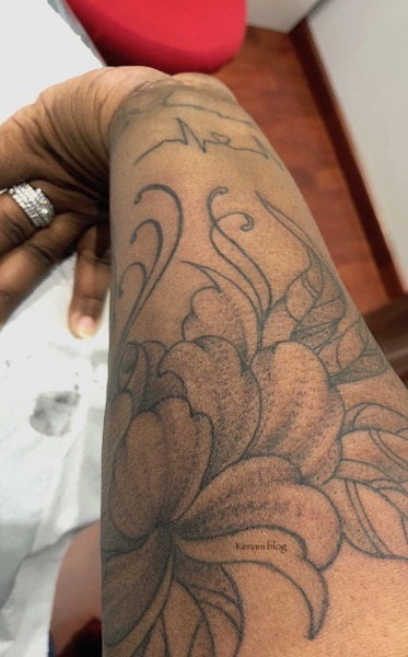 photo-tatouage-dégrade-fleur-dragon-bleu-tattoo-martinique-kenais-blog-2