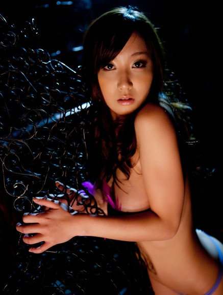 Kanazawa nude táo bạo