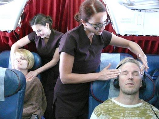 Pelayanan Unik Maskapai Penerbangan yang Bikin Heboh Publik