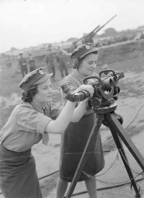 Female anti-aircraft spotters in England 24 September 1941 worldwartwo.filminspector.com