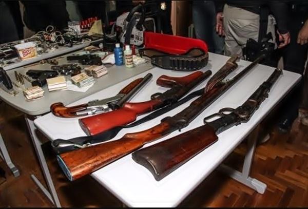 Operação em Quixeramobim apreende pistola, rifles, e escopetas