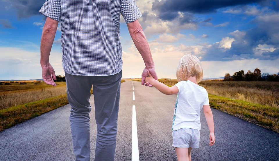 father-pai-filho-a nadar-criança-familia-me nino-maternidade-pai e filho-educação-TDAH