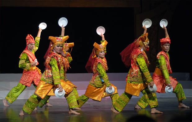 yang berasal dari Provinsi Sumatera Barat Tari Piring Asal Sumatera Barat, Sejarah, Gerakan, Video, dan Penjelasannya