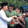 Presiden Jokowi Dapat Kejutan Dari Wartawan di Usia 57 Tahun