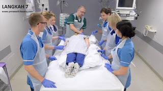 Langkah 7 reposisi pronasi pada pasien gangguan pernafasan ARDS