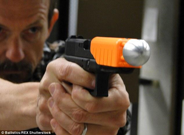 Bola Ping-Pong Pencegah Cedera Tembakan Senjata Api