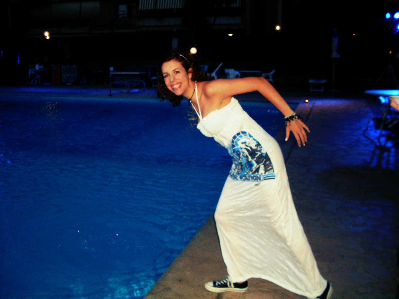 http://s-fashion-avenue.blogspot.it/2013/07/maxi-dress-for-pool-party.html