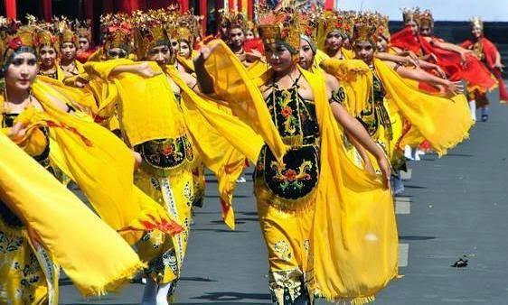 BEC 1, parade Gandrung.
