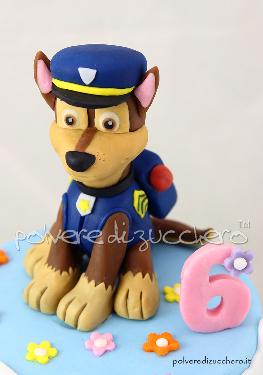 paw patrol chase torta decorata pasta di zucchero cake design polvere di zucchero