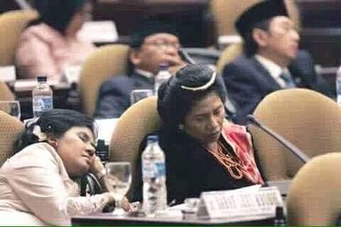 para Wakil Rakyat Yang Terhormat Tertidur Pulas saat sidang soal rakyat