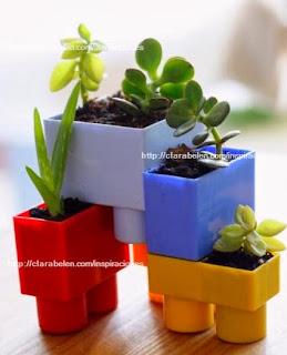 http://clarabelen.com/inspiraciones/3152/reciclar-juguetes-macetas-hechas-con-bloques-o-ladrillos-de-construccion/