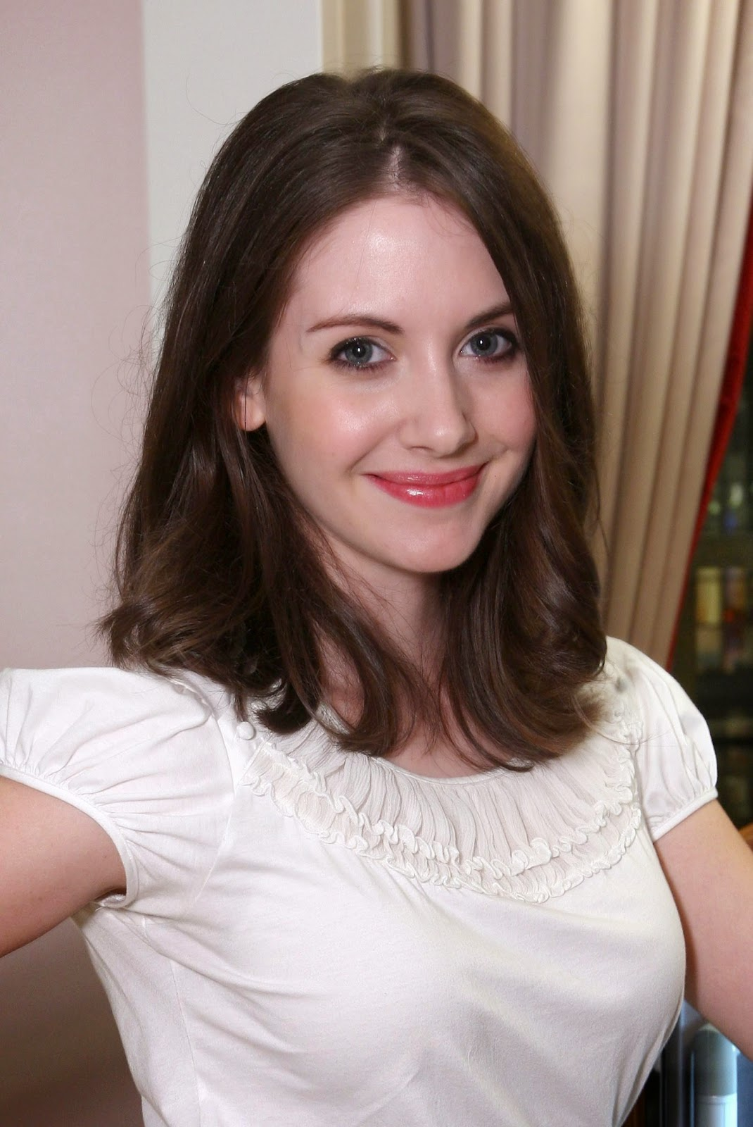 Hollywood Actress Wallpaper: Alison Brie HD Wallpapers