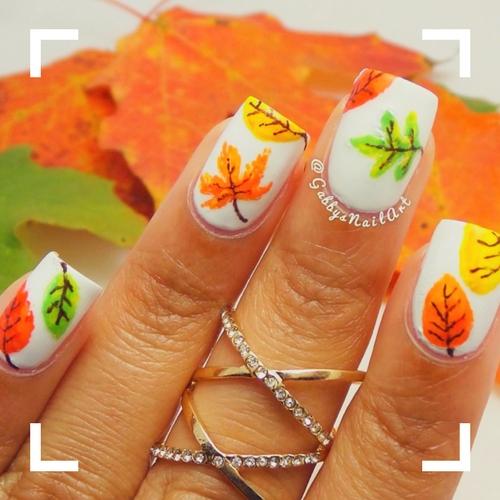 decoración en blanco para uñas