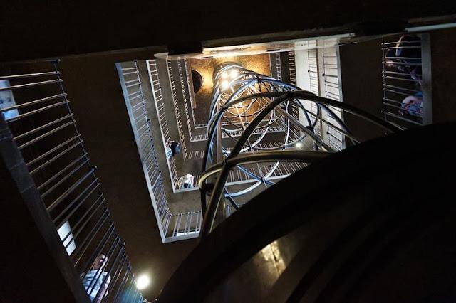 ascensor torre del ayuntamiento de praga