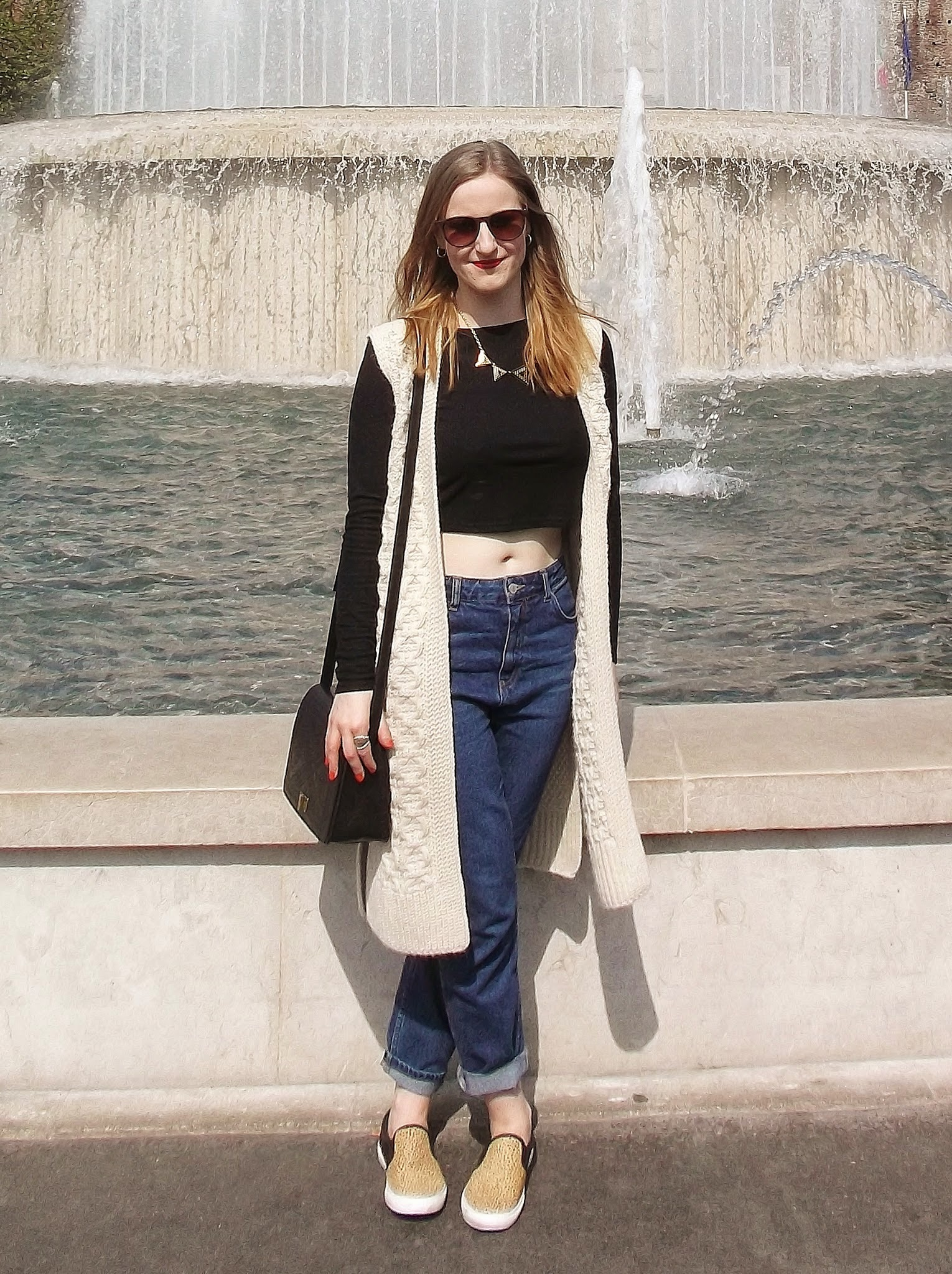 outfit: black long sleeved crop top, sleeveless cream cardigan, dark blue mum fit jeans, leopard print pumps