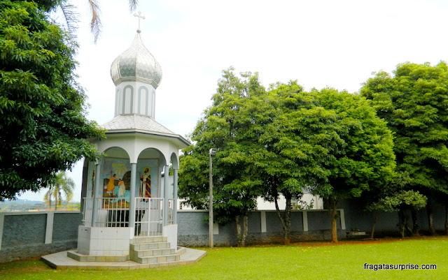 Capela nos jardins da igreja ucraniana de São Josafat - Prudentópolis - Paraná