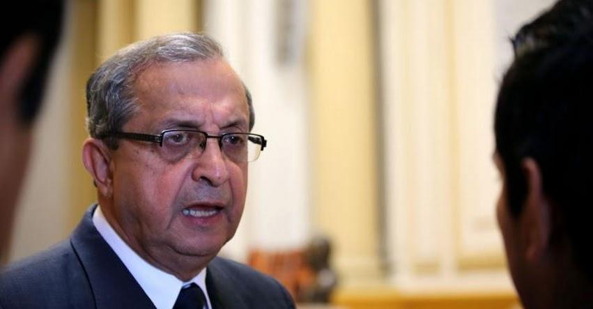 SUNEDU no debe dejarse intimidar por las presiones de partidos políticos, sostiene ex parlamentario, Daniel Mora