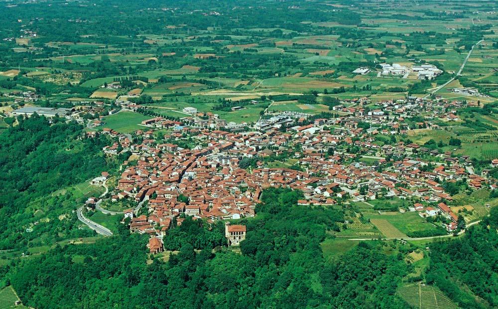Vista aerea di Montà d'Alba nel Roero