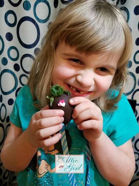 Chocolate Covered Strawberries, Sweetheart Berries, Valentines Day gifts, Valentines Day Gift Ideas, Valentines Day Gifts for her