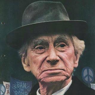 Bertrand Russel envejecido con un sombrero