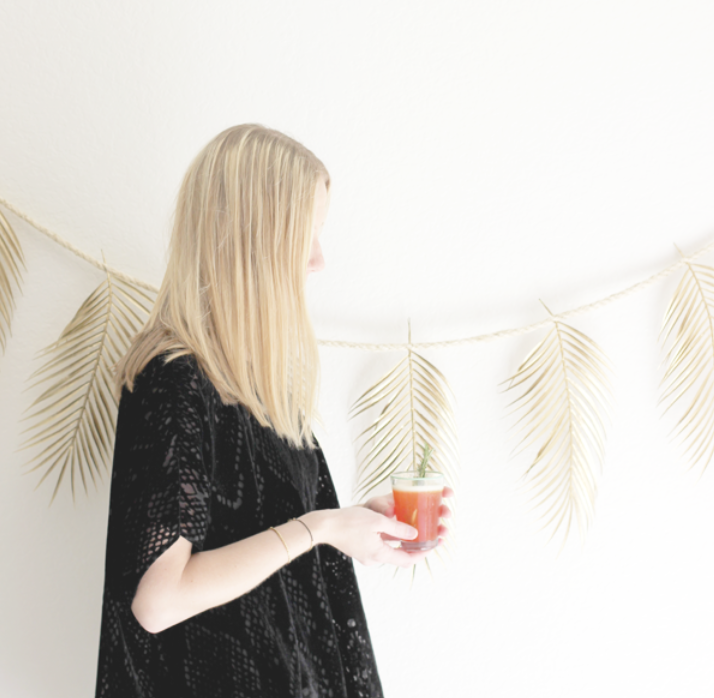 http://www.afabulousfeteblog.com/2014/03/palm-frond-garland-diy.html