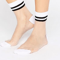 http://www.asos.fr/asos/asos-lot-de-2-socquettes-rayees-transparentes/prd/7025530?iid=7025530&clr=Blanc&SearchQuery=chaussettes&pgesize=36&pge=4&totalstyles=352&gridsize=3&gridrow=12&gridcolumn=3