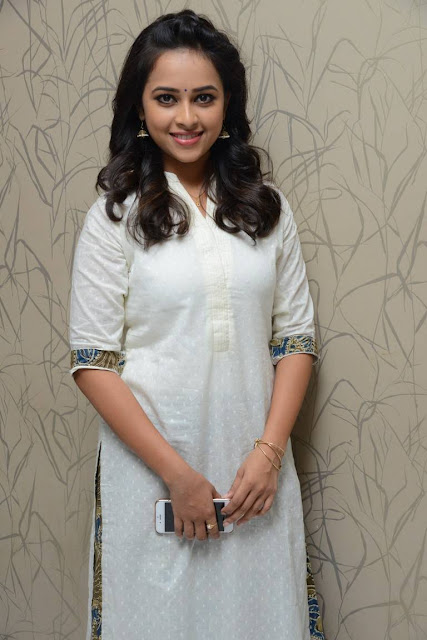 tamil actress sri divya cute smiling love-hot-image-pic