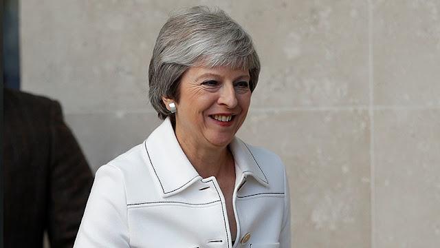 """Theresa May: """"Trump me dijo que debería demandar a la Unión Europea"""""""