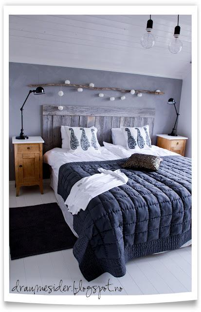 keltainen talo rannalla mustaa ja valkoista. Black Bedroom Furniture Sets. Home Design Ideas