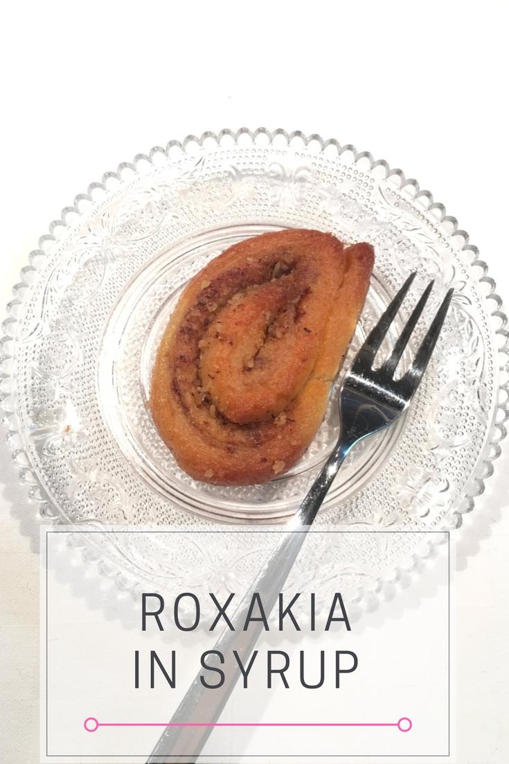 Εύκολη συνταγή για σπιτικά σιροπιαστά ροξάκια ή ροξ / Roxakia recipe: Cocoa Cinnamon Dough Swirls soaked in a tasty, aromatic syrup.