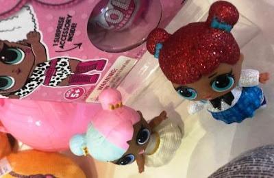 2 L.O.L. Surprise Dolls