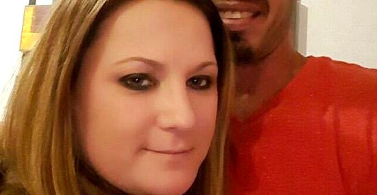 Ela largou o emprego para amamentar seu namorado de 36 anos