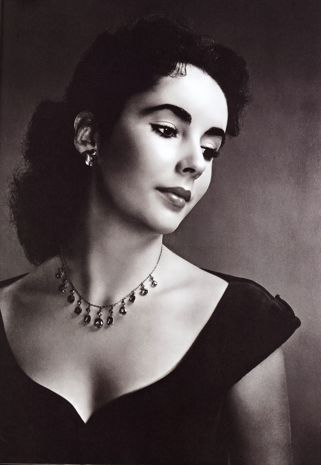 51 Sexy and Hot Elizabeth Taylor Pictures - Bikini, Ass