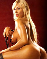 Monica Farro desnuda