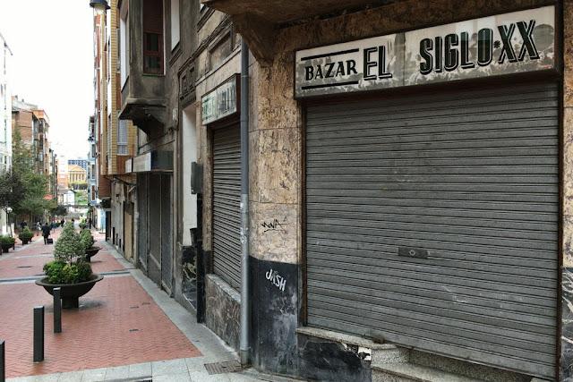 Bazar Siglo XX en la calle Portu