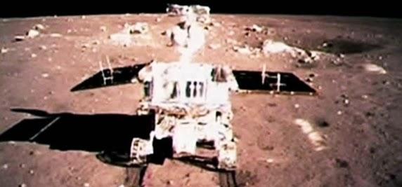 Moon Rover Jade Rabbit pesawat ke-3 di dunia yang berhasi mendarat ke-bulan