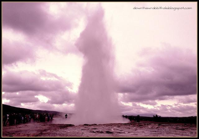 exploding geyser Iceland, Golden Circle tour, Strokkur geyser