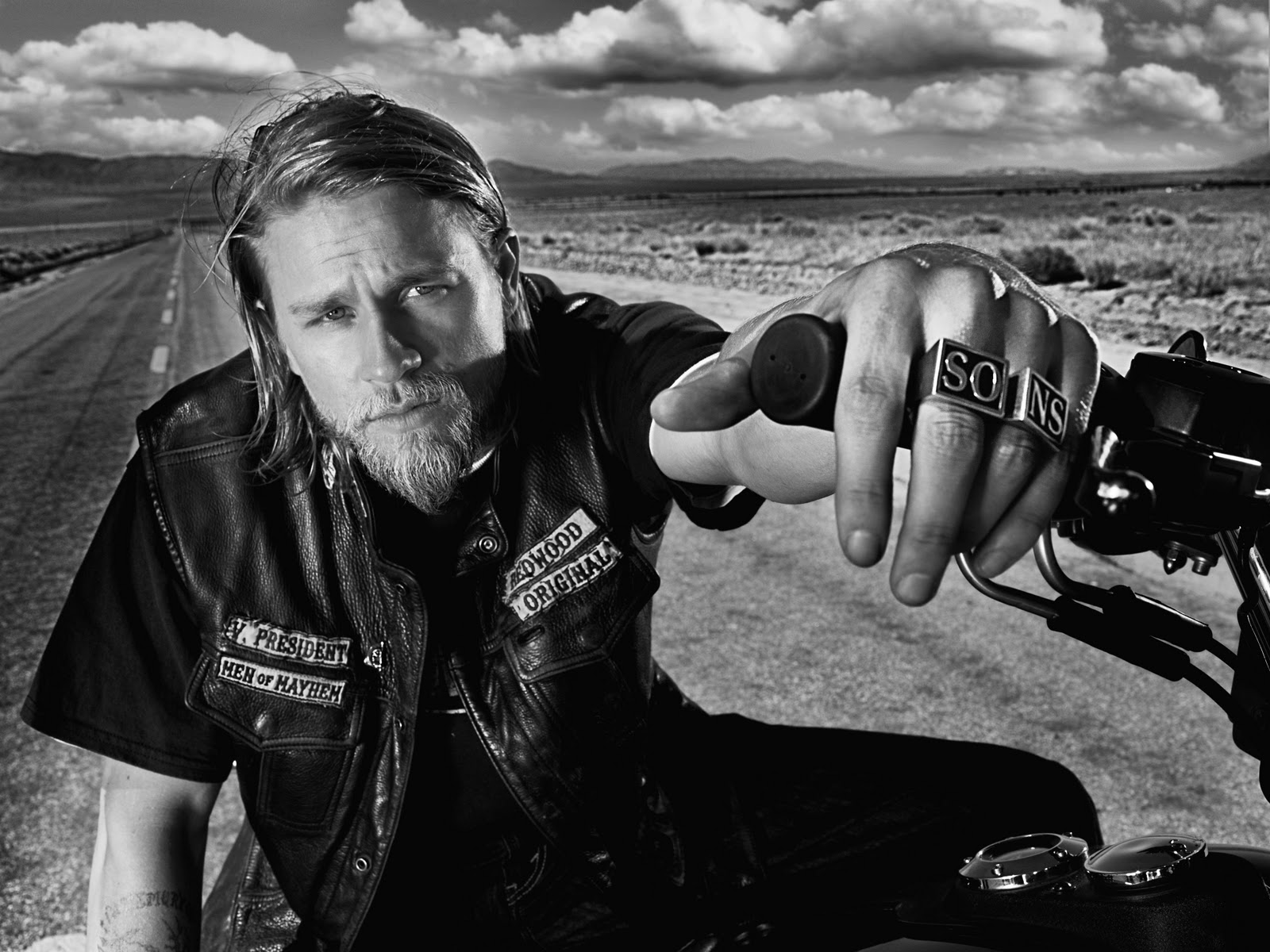 Badboys Deluxe Charlie Hunnam: NAMASTE: SONS OF ANARCHY