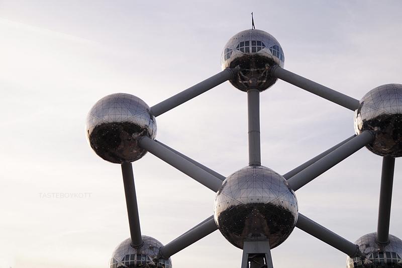 Atomium Brussels at sunset // Atomium Brüssel zum Sonnenuntergang | Tasteboykott Blog