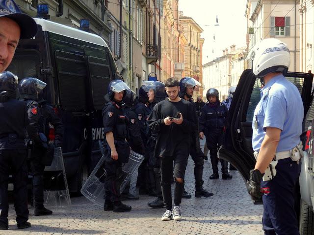 Carabinieri in Modena