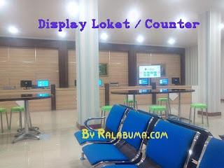 loket atau counter mesin antrian di ruang tunggu