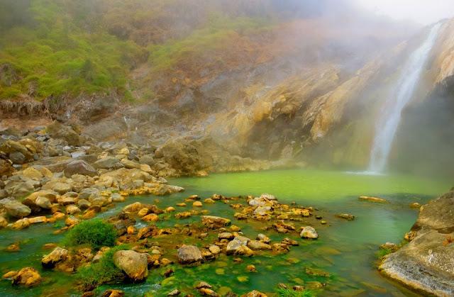 Aik Kalak, kolam sumber air panas, lokasi: berjalan hanya beberapa meter sebelah Danau Segara  Anak Gunung Rinjani