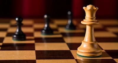 Finales de dama contra peón (uno o varios peones)