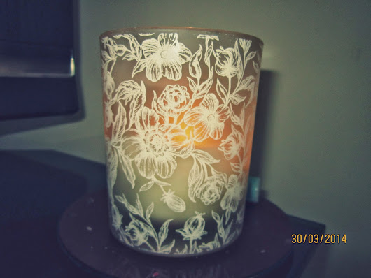 Boots No1 Fresh Linen and White Blossom Candle!