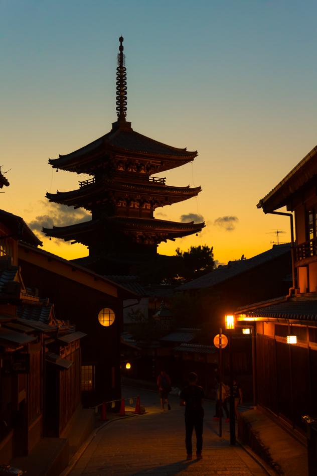 Yasaka Pagoda :: Canon EOS5D MkIII | ISO800 | Canon 24-105@55mm | f/4.0 | 1/20s